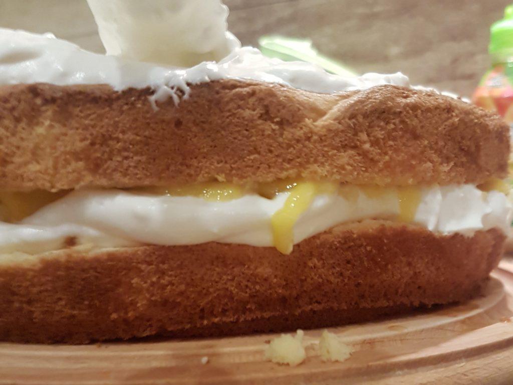 Cream-mango Moana cake