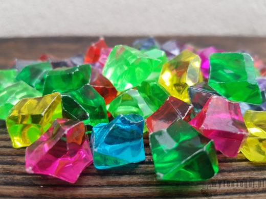 Szukanie kryształowego skarbu - akrylowe kryształy