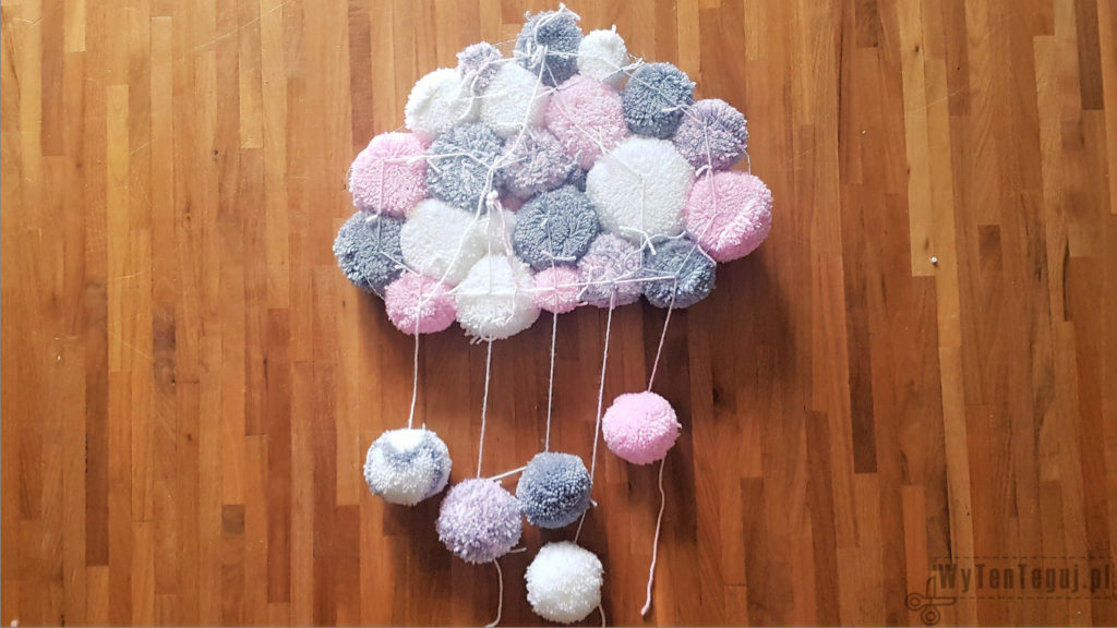 Pom pom cloud - rear view