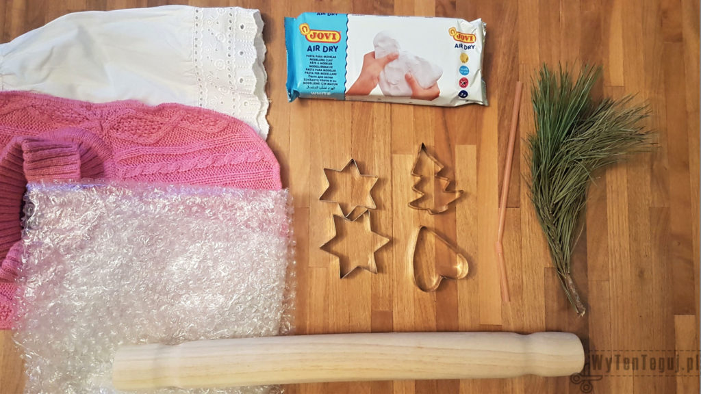 Supplies for clay ornaments with gold pattern