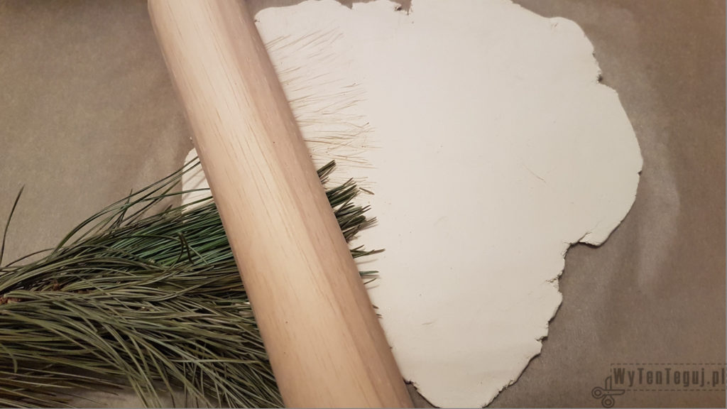 Pine needles pattern