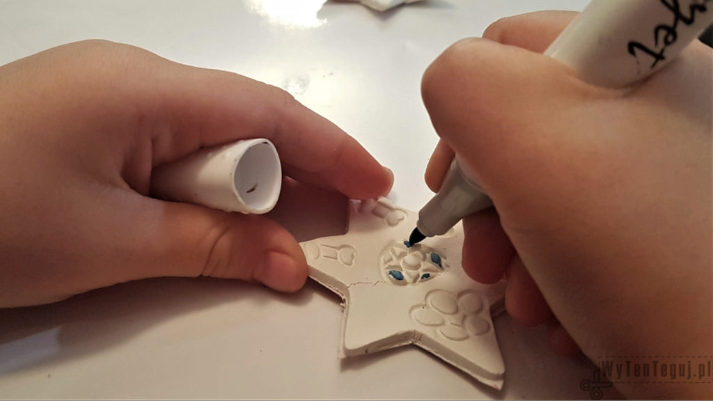 Coloring clay decorations with marker