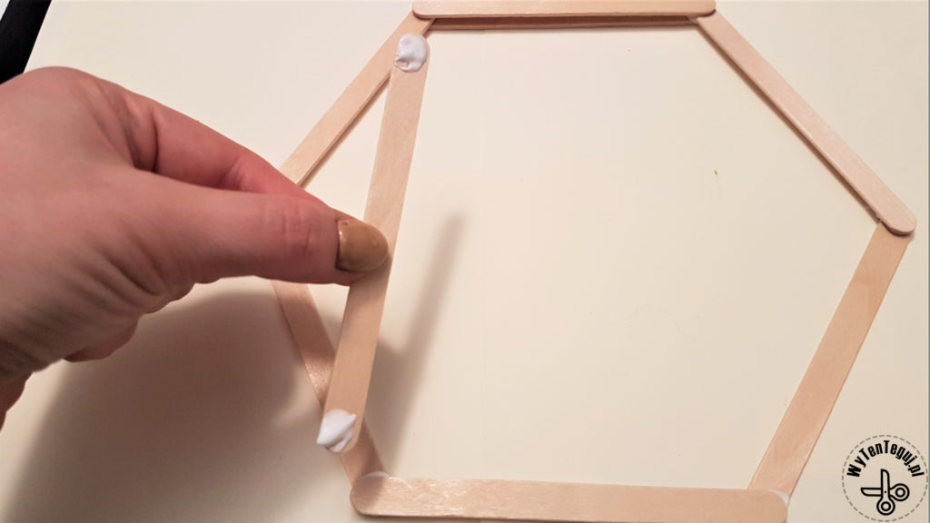 Making of hexagonal frame out of popsicle sticks
