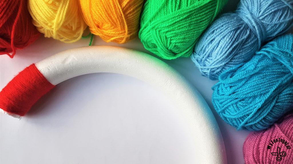 Start winding the yarn on the garland base