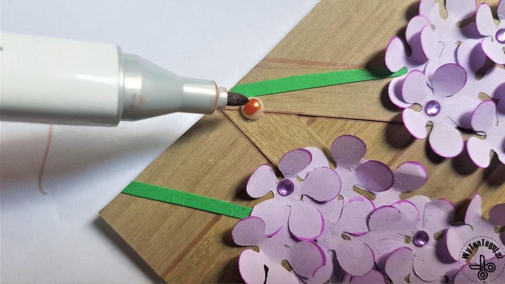 Coloring pearls imitating nails