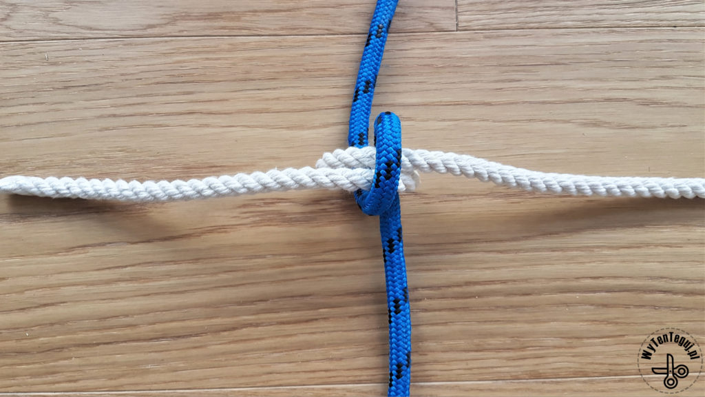 How to make a net knot - step 3