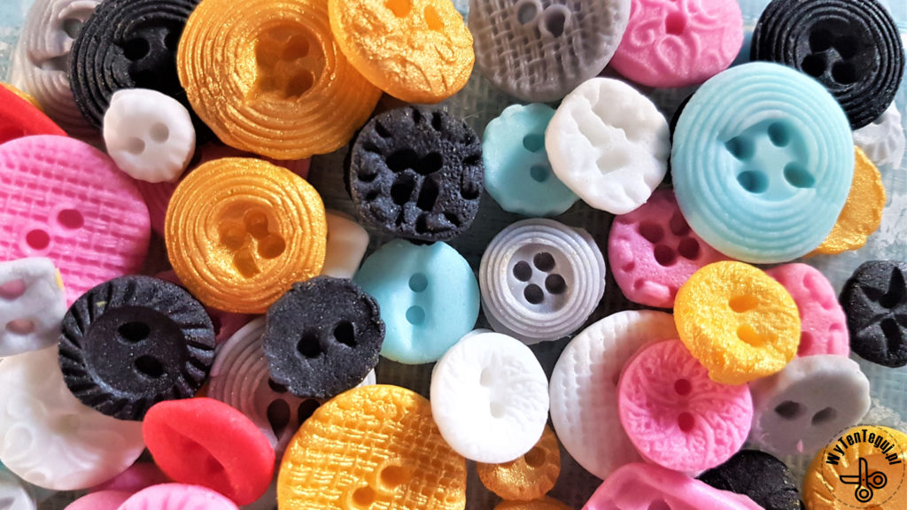 Sugar button toppers