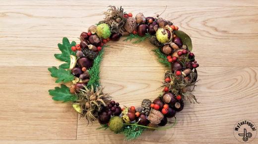 Wianek jesienny z kasztanów, orzechów, szyszek i żołędzi