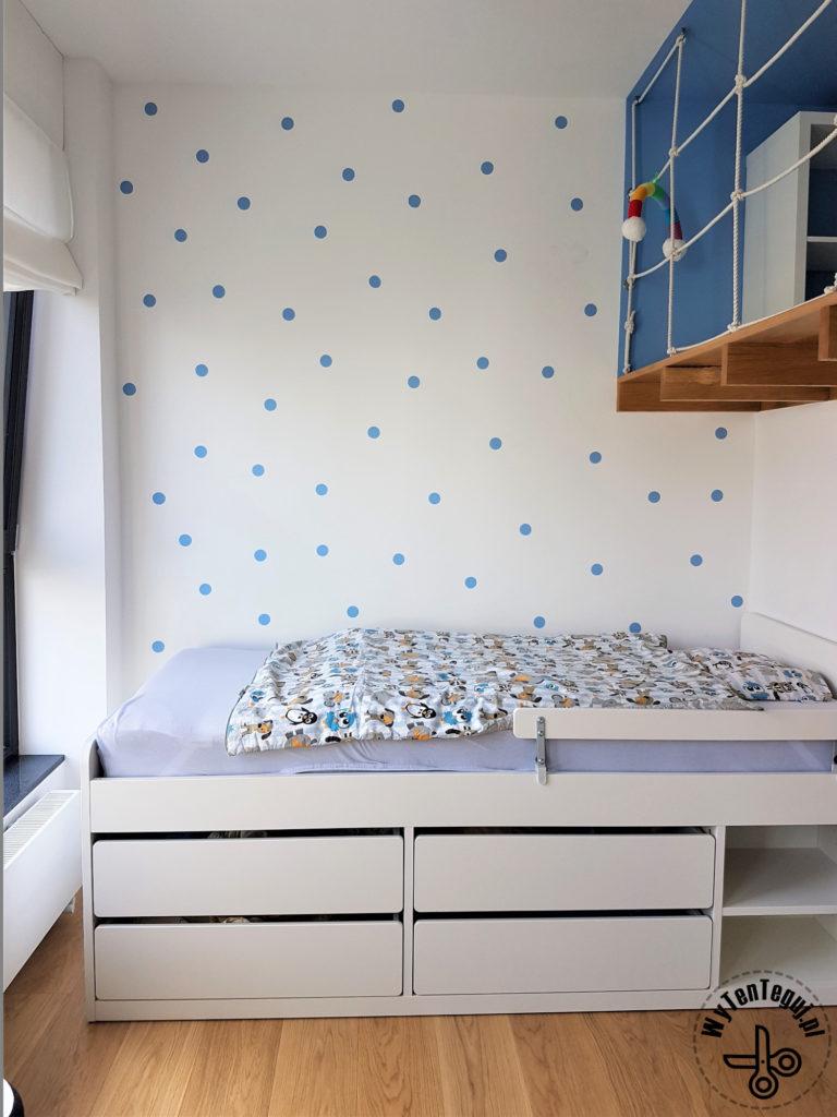Painted polka dots wall DIY