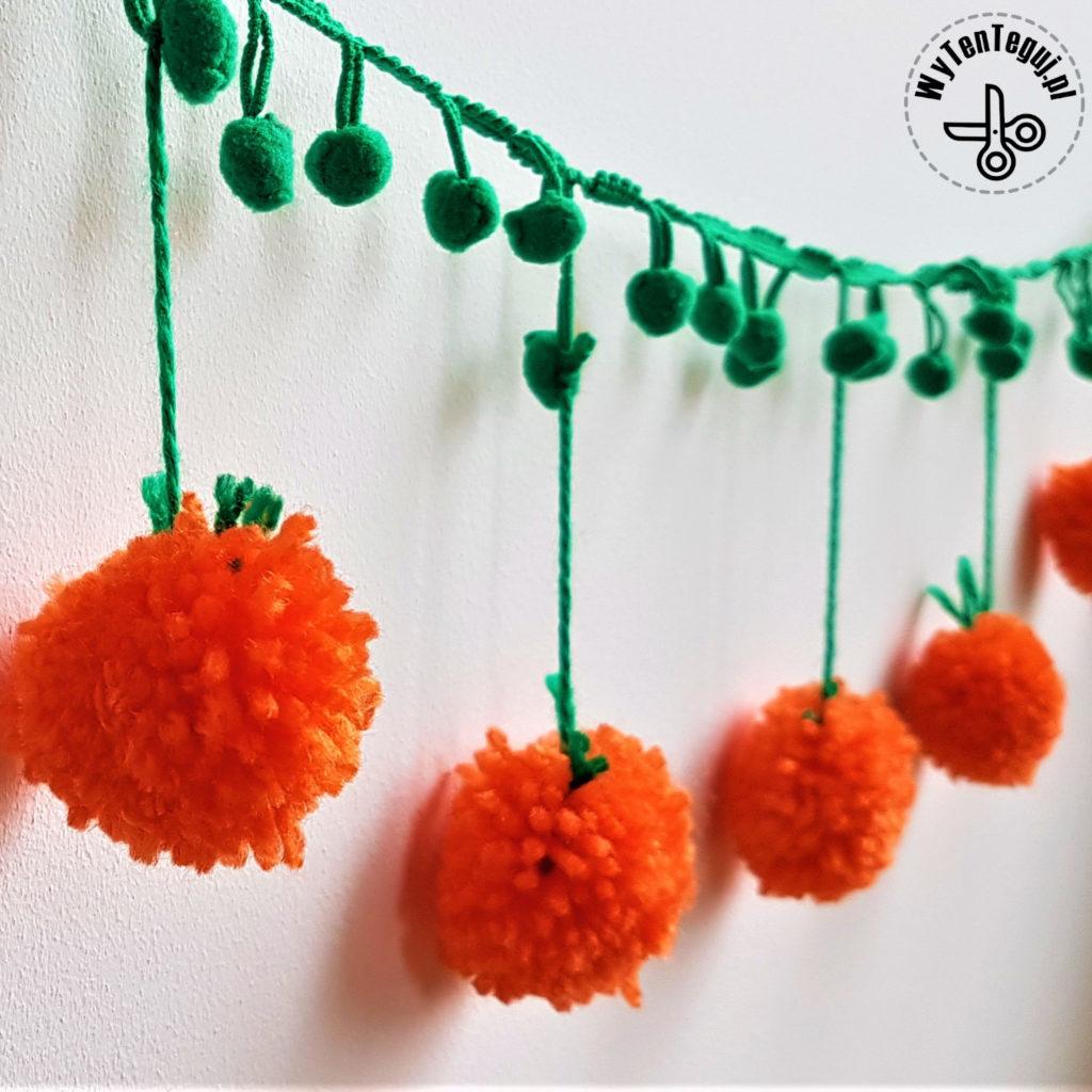 Pumpkin Pom Pom Garland Easy Diy Halloween Decoration Wytenteguj Halloween Decor Diy