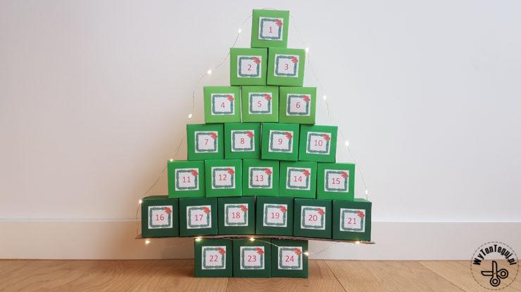 Kalendarz adwentowy w kształcie choinki z pudełek