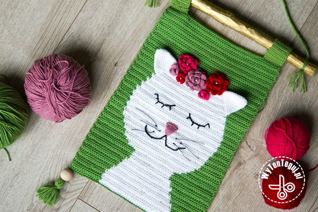 Crochet wall hanging - cat