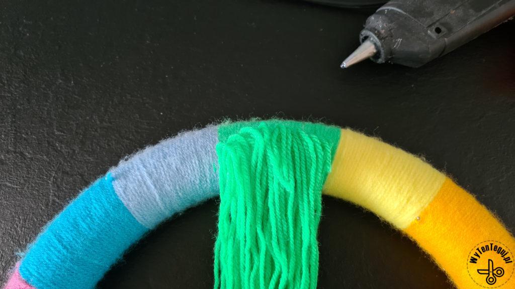 Gluing yarn threads