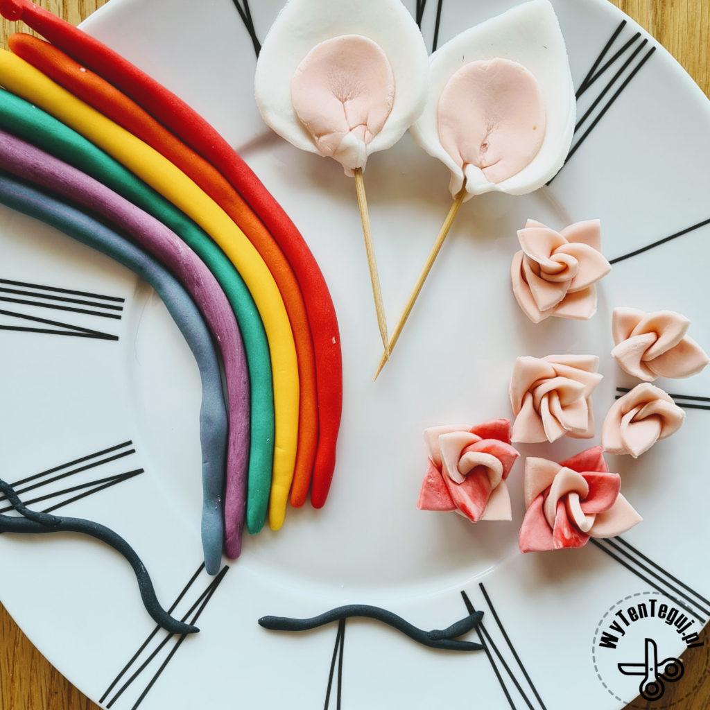Fondant elements for unicorn cake decoration