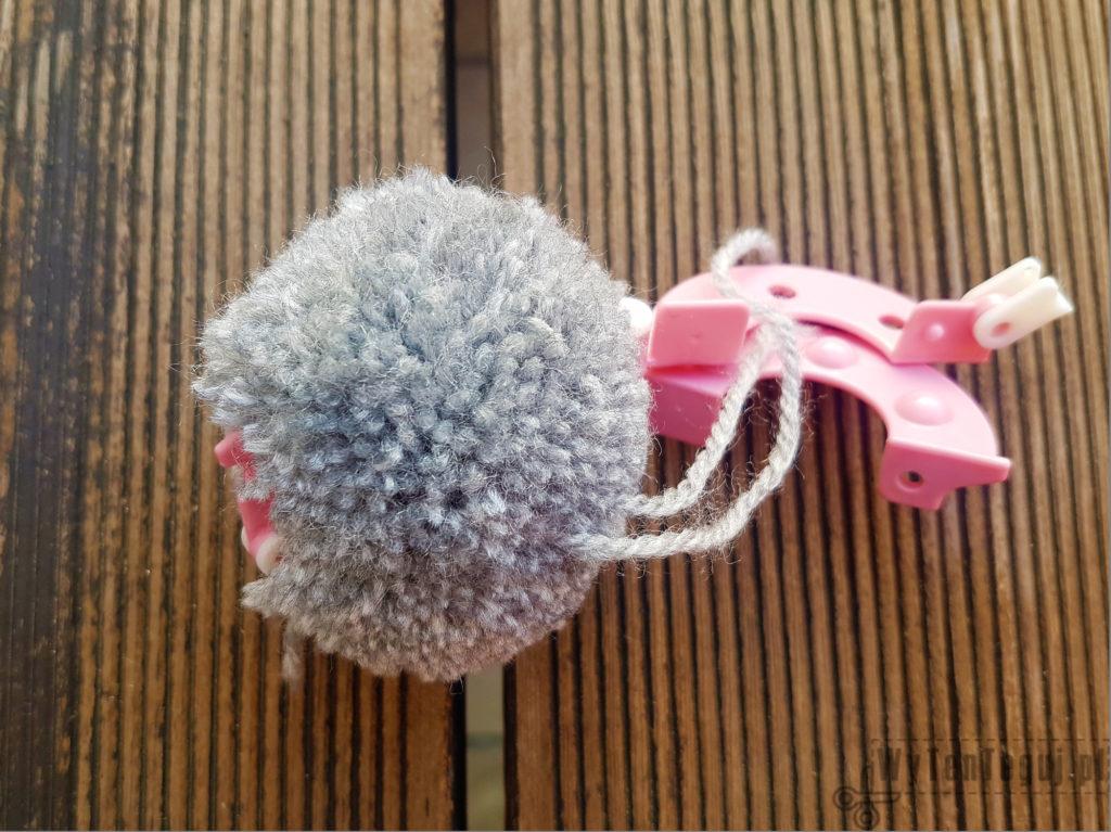 Making of pompom