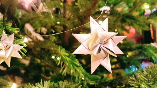 Traditional star of paper strips