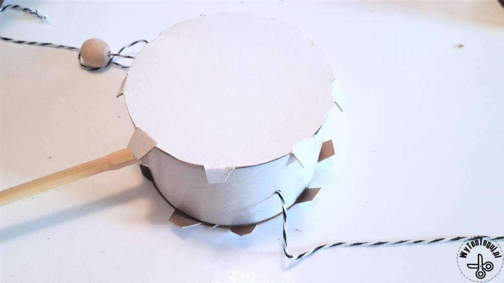 Przyklejanie membrany bębenka