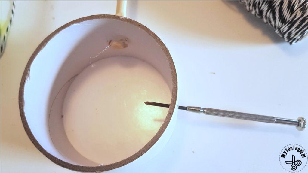 Robienie dziurek na sznurek