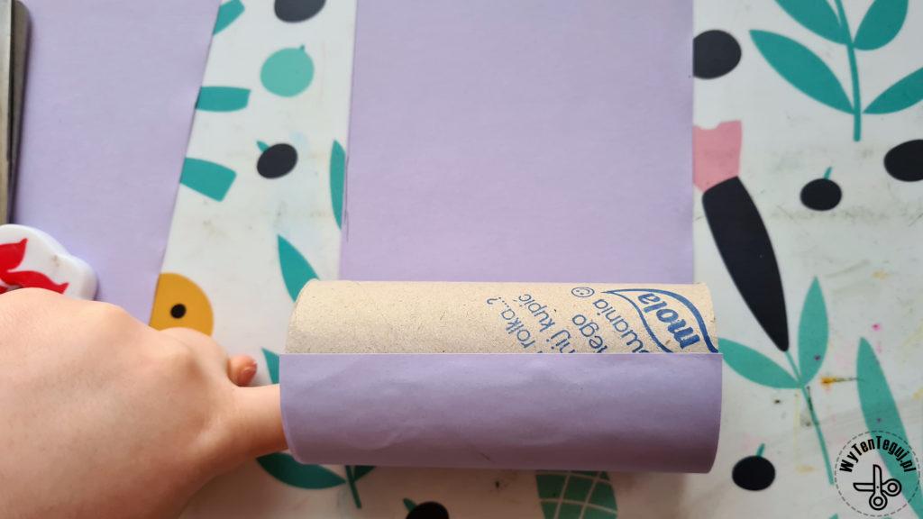 Przyklejenie kolorowego papieru do rolki