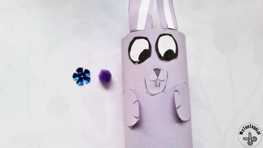 Królik z rolki po papierze