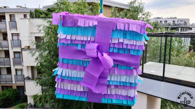Easy pinata in a shape of a gift
